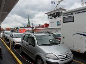 Priwall-Fähre mit Krankenwagen