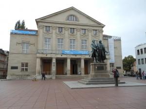 Deutsches Nationaltheater Weimar mit Goethe- und Schiller-Denkmal