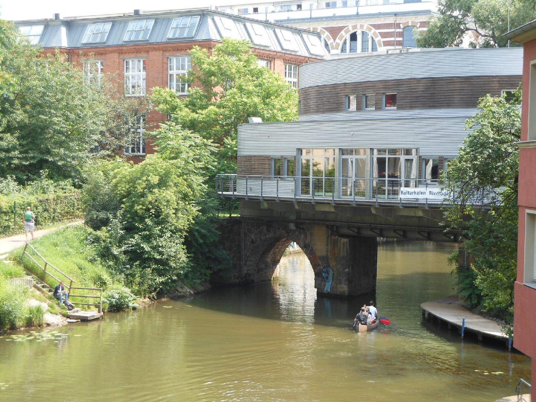 Elisabethbrücke und Riverboat