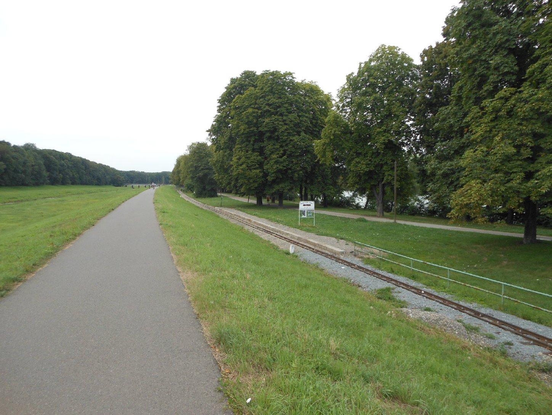 Parkeisenbahn und Auensee vom Luppedeich