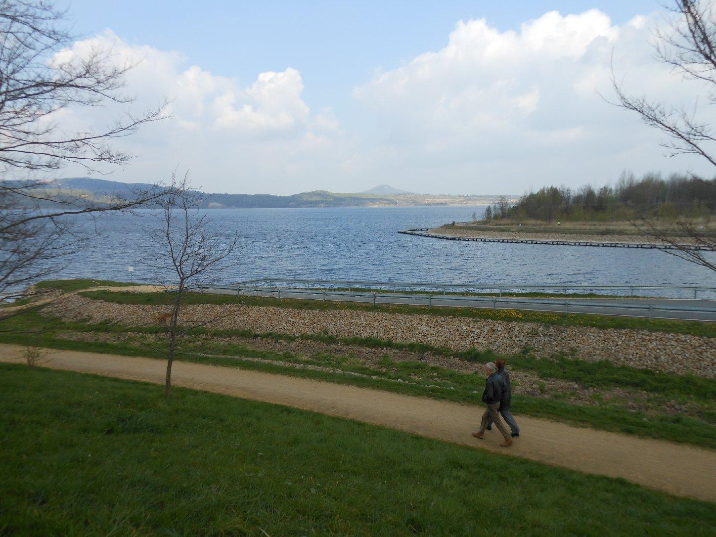 Berzdorfer See mit Landeskrone