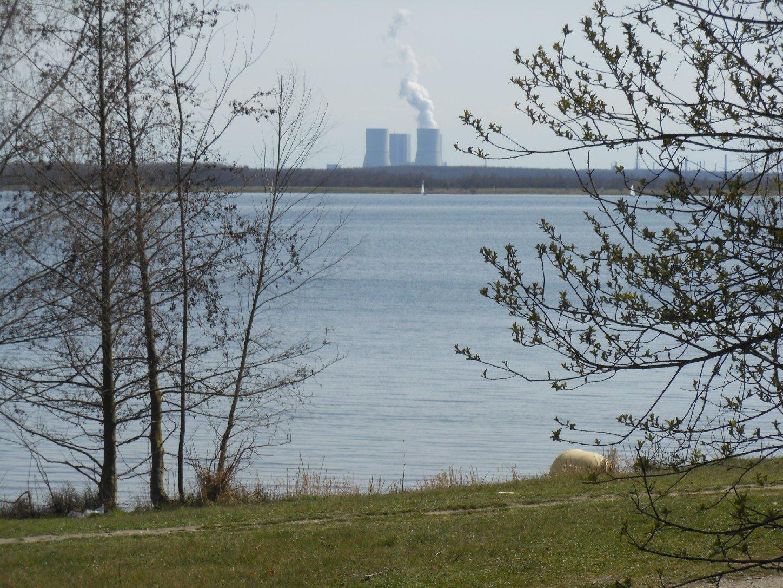 Cospudener See und Kraftwerk Lippendorf